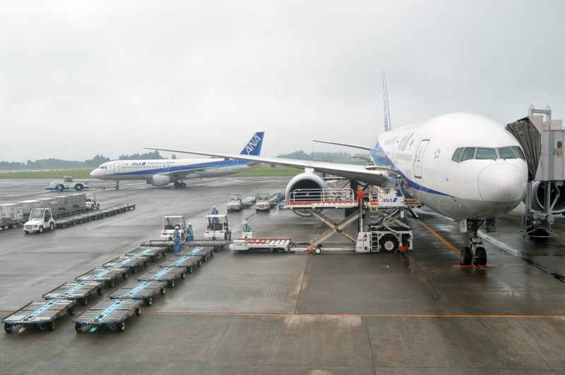 鹿児島 鹿児島空港出発ロビーで作業中の方々を覗いてみた