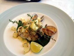 メインのお魚料理は鱈のピルピル