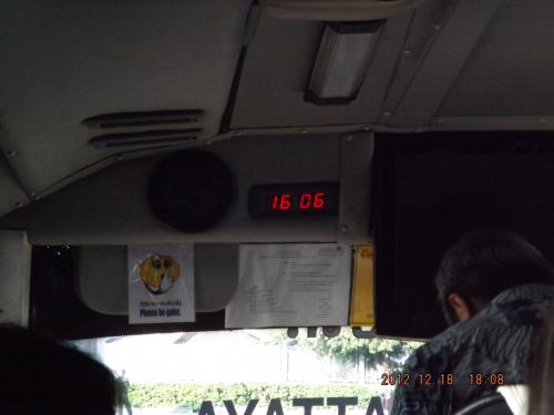 パタヤ行きバス車内 2