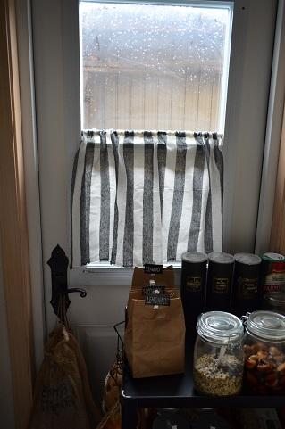 100均パントリーカーテン