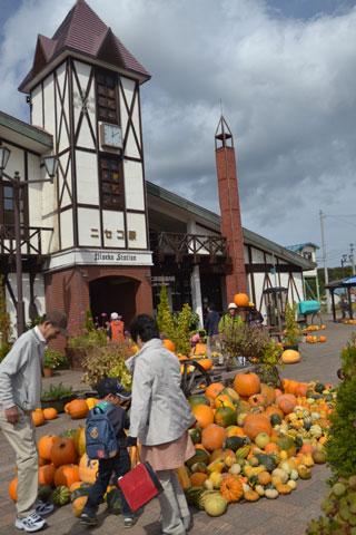 かぼちゃづくしのニセコ駅