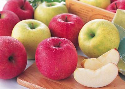 便秘にいい食物繊維を含むりんご