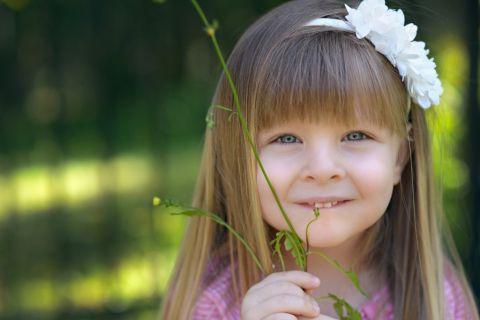 幸せそうに笑う少女