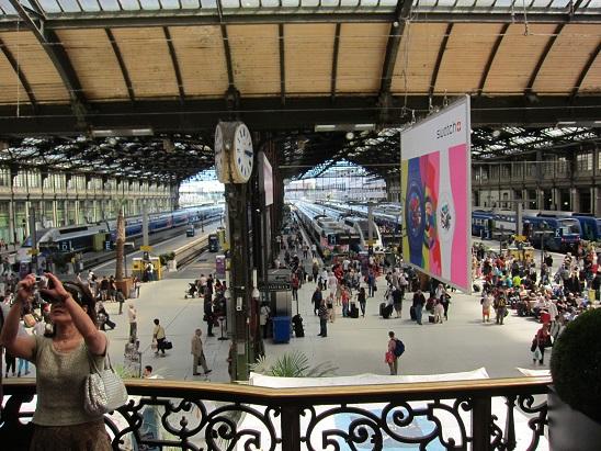 レストラン「ル・トラン・ブルー」から見た駅
