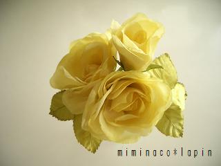 イエロードットの薔薇