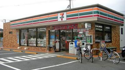 800px-7_Eleven_Fukushima_Shinchi_Town_Shop.jpg