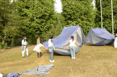 テントをひっくり返して