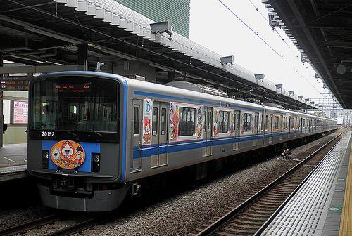 西武20000系20152F「妖怪ウォッチ」ラッピング電車(2014年8月30日・練馬駅)