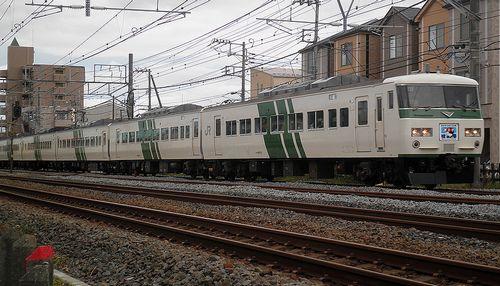 東チタ185系「A8」編成(2011年10月15日・辻堂~茅ヶ崎間)