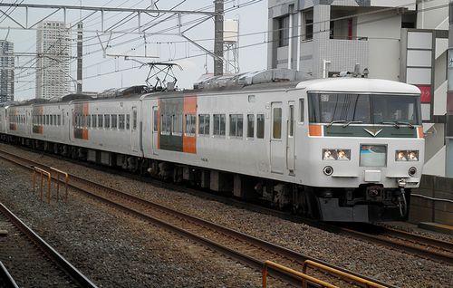 宮オオ185系「B7」編成(2013年7月20日・下総中山駅])