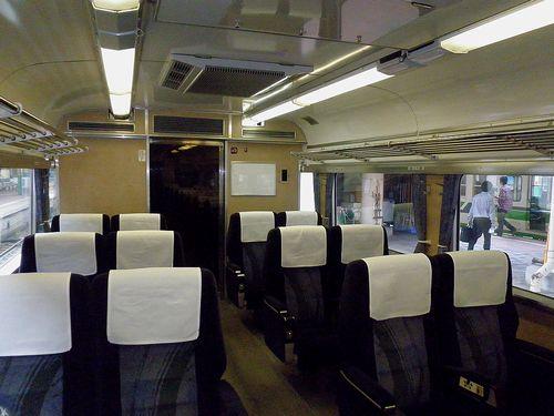 クロハ481-1023(新ニイ)グリーン室内(2011年6月14日・新潟駅)