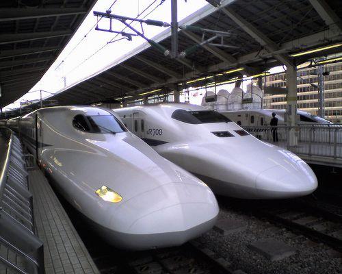 新幹線N700系(左)・700系(右)(東京駅・2010年3月11日)