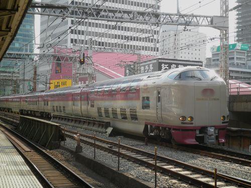 285系特急「サンライズ瀬戸」「サンライズ出雲」(2012年5月12日・有楽町駅)