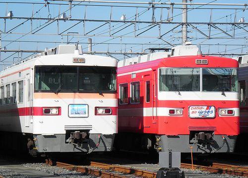 東武鉄道1800系・1819F(右・「ビジネスライナーりょうもう」)と350系353F(左)(2010年12月5日・南栗橋車両管理区)