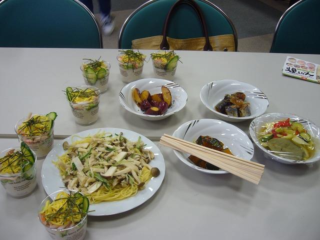 出来た料理からテーブルに 26.10.16