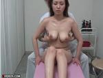 人妻熟女動画 : エロマッサージによがり狂う巨乳妻