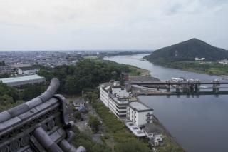 木曽川を望む