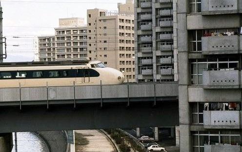 旧太田川を渡る山陽新幹線