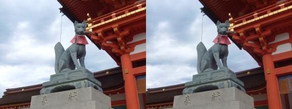 伏見稲荷大社 楼門 鍵の狐像(交差法)