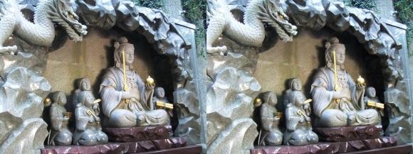 江島神社 瑞心門 弁財天と童子の像(平行法)
