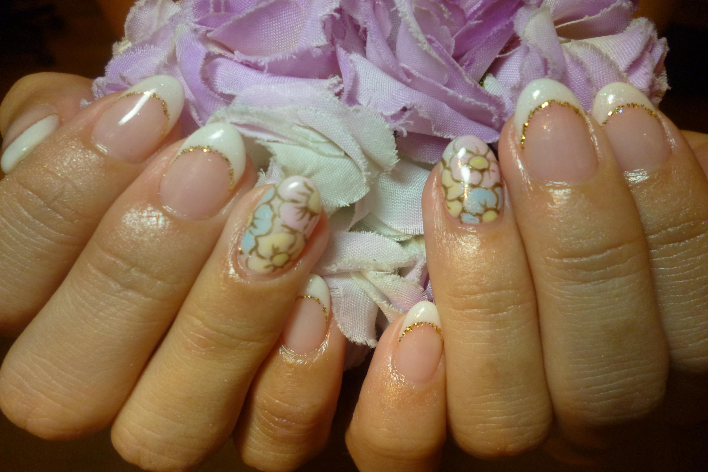 2014ネイルデザイン 白フレンチネイル ふんわりトロピカルお花ネイル