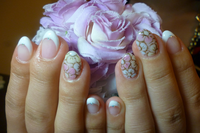 2014ネイルデザイン 王道白フレンチネイル ボタニカル風お花ネイル