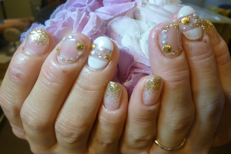 2014ネイルデザイン 白&ゴールドネイル 貝殻パーツサークルネイル