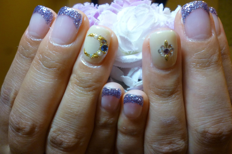 2014ネイルデザイン 青紫ラメフレンチネイル 三日月ストーンアートネイル