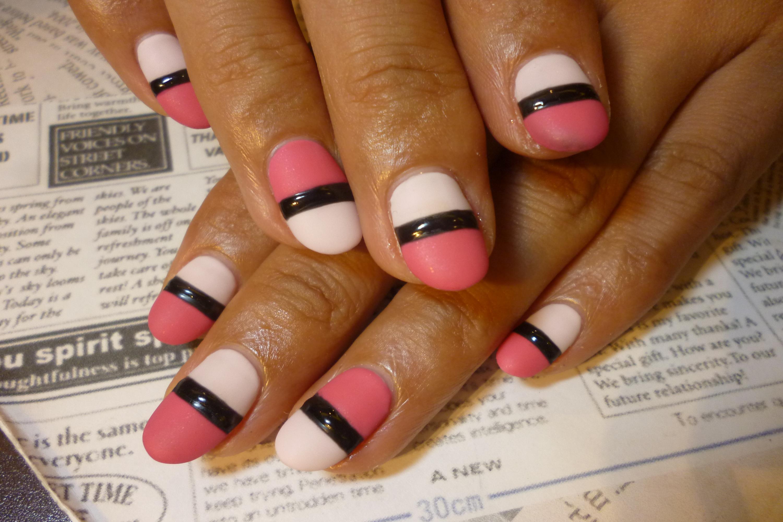 2014ネイルデザイン 2色ピンクのバイカラーネイル ブラックラインネイル マットコートネイル