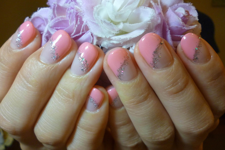 2014ネイルデザイン ピンクの斜めフレンチネイル シルバーラメラインネイル