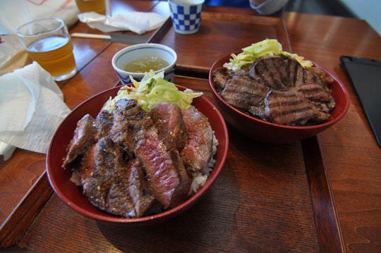 012ステーキ丼と牛たん丼