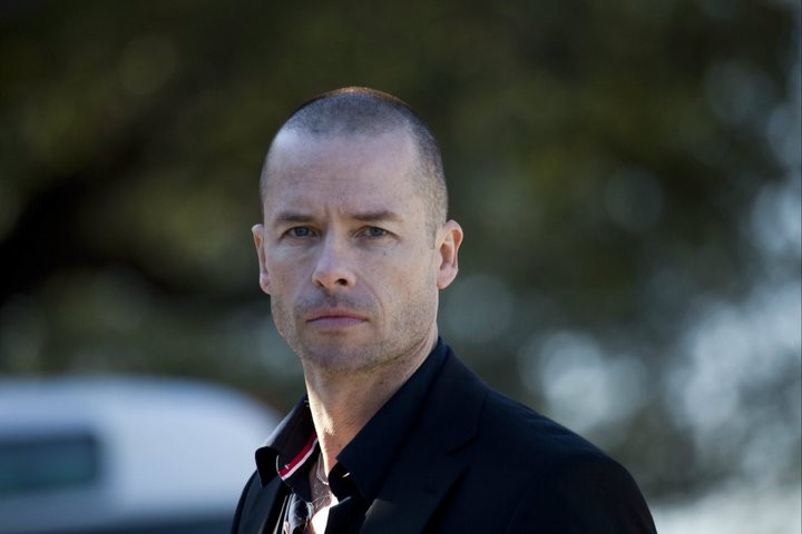 Guy-Pearce-stars-as-Simon-in-Seeking-Justice-2012.jpg