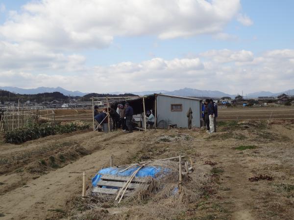 自分達で建てた小屋