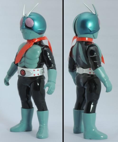 仮面ライダー旧1号:左斜め前、右斜め後ろ