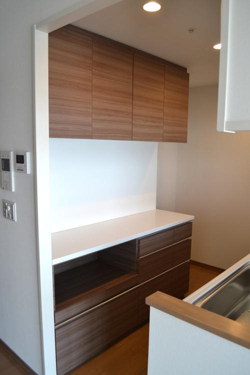 上下セパレート型の食器棚