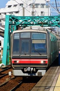 矢田橋梁を渡る4000系