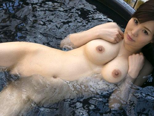 混浴露天風呂でおっぱいで癒して♪