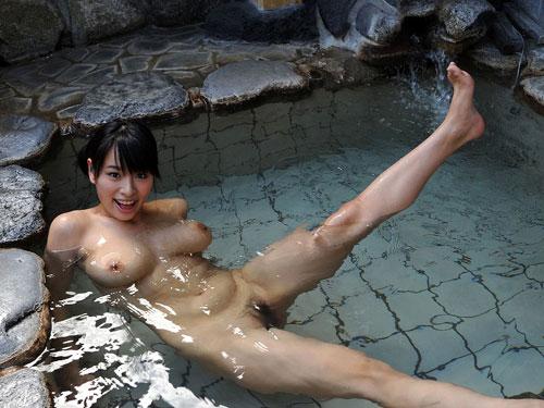 混浴露天風呂でおっぱいで癒して25
