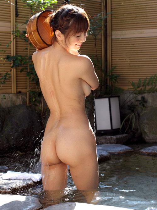 混浴露天風呂でおっぱいで癒して26