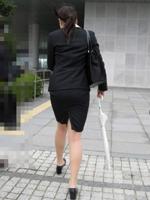 【画像】タイトスカートがエロい素人OLの街撮り画像