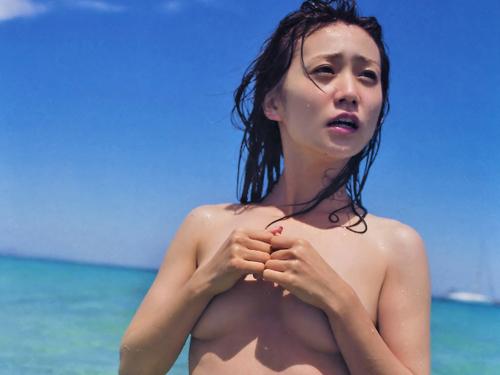 瞬殺で在庫切れした元AKB大島優子の手ブラセミヌード写真集が乳首がギリギリchikubi!