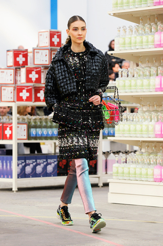 chanel-fall-winter-2014-15-ready-to-wear-look-05.jpg