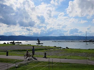 花火大会を待つ諏訪湖畔