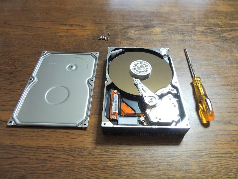 ハードディスクドライブのカバーを外した