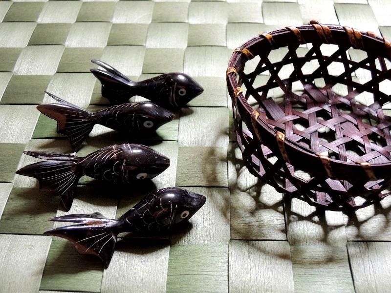 金魚のお箸置きが4つ