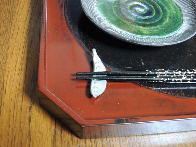折敷と箸置き
