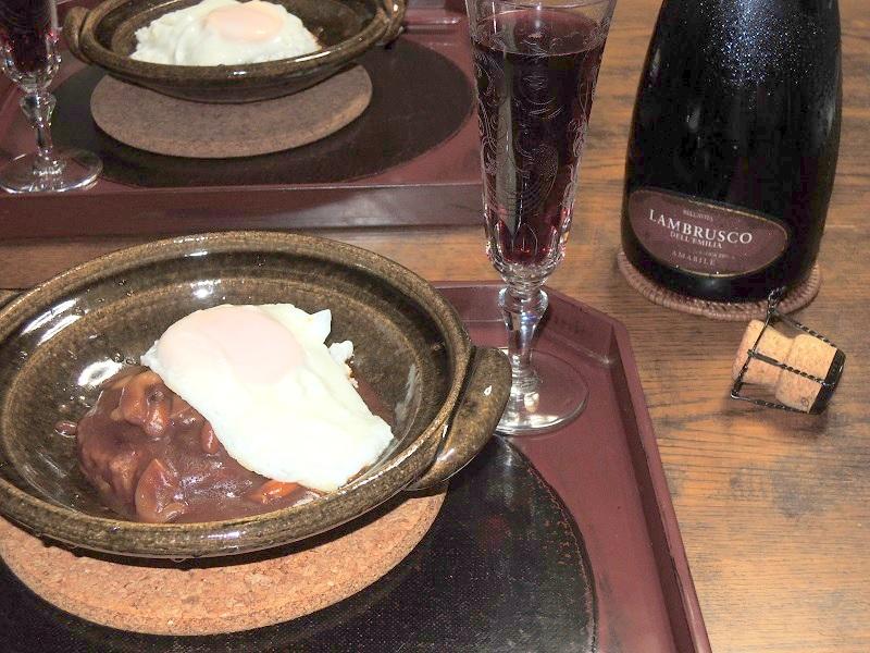 ハンバーグとスパークリングワイン