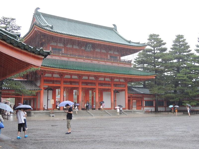 雨の平安神宮