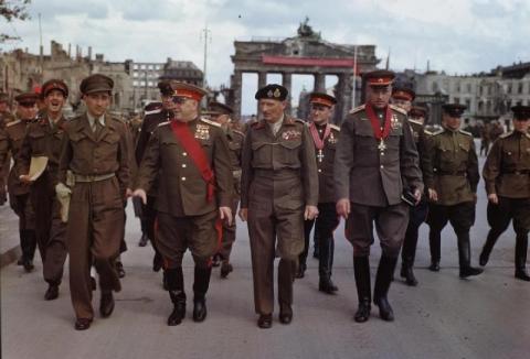 Brandenburggate1945.jpg