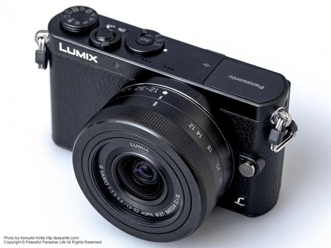 Panasonic LUMIX GM (DMC-GM1K) 斜め上前から